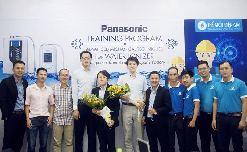Thế Giới Điện Giải được huấn luyện sửa chữa tấm điện cực bởi các kỹ sư Panasonic Nhật Bản