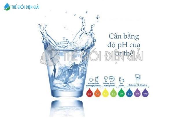 Nước ion kiềm giúp trung hòa axit dư thừa, ngăn ngừa nhiều bệnh tật cho cơ thể