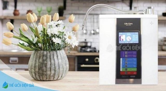 Thiết kế của Lifecore - 6000 đơn giản và hiện đại khiến người dùng khó có thể rời mắt khi lần đầu tiên tiếp cận sản phẩm lọc nước thông minh này.