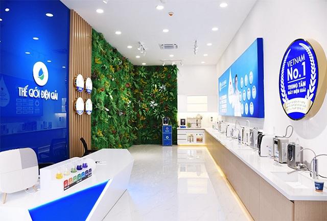 Shophouse Thế Giới Điện Giải có thiết kế sang trọng và hiện đại, trưng bày nhiều mẫu máy lọc nước ion kiềm mới nhất