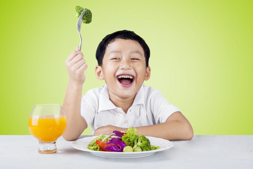 Trẻ ăn gì để khỏe mạnh?