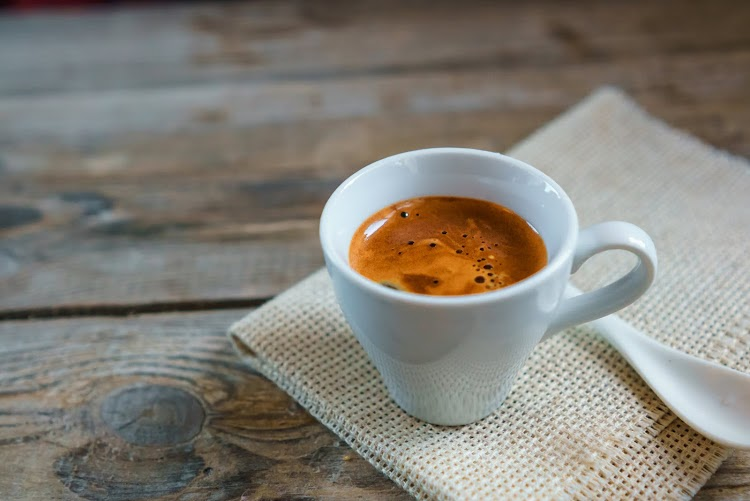 Không nên uống cà phê khi tiêm vaccine covid - 19
