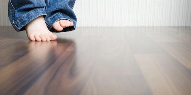 Cách lau sạch sàn gỗ mà không cần dùng đến hóa chất