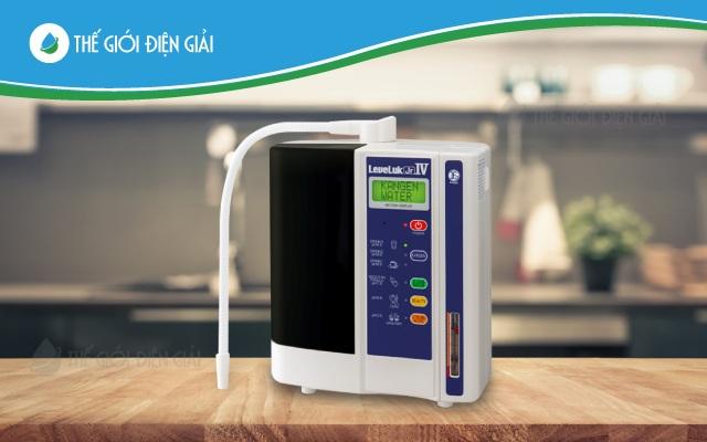 Máy lọc nước ion kiềm kangen phù hợp cho người đang sống độc thân, các gia đình ít người hoặc các cặp vợ chồng trẻ có 1-2 con.