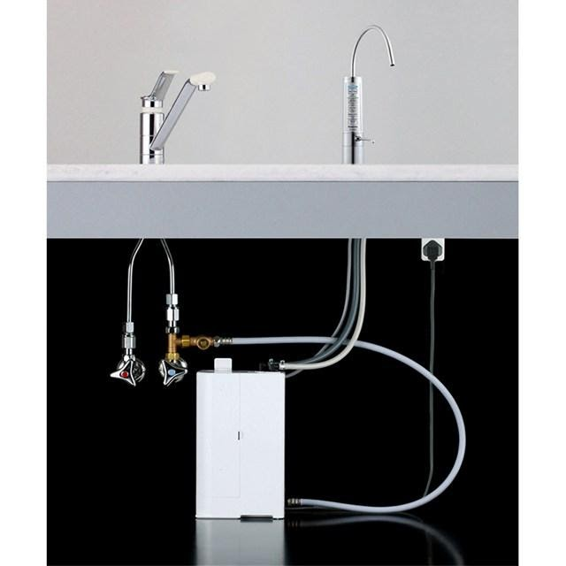 Máy điện giải tạo nước ion kiềm hay máy lọc nước chính hãng loại tốt nhất Panasonic TK AB50 được tinh giản bộ phận lọc và điện phân ra khỏi hệ thống điều khiển giúp cho gian bếp của bạn được gọn gàng hơn rất nhiều