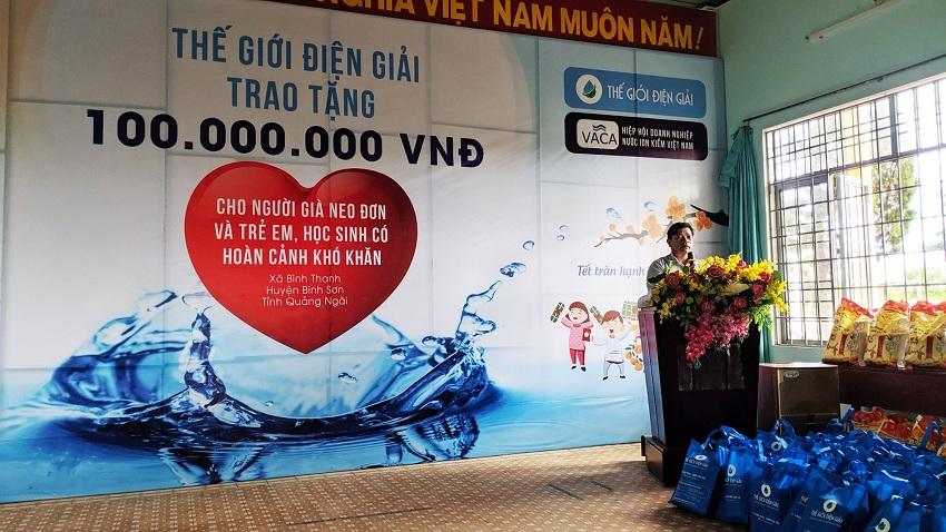 Đại Diện UBND xã Bình Thanh phát biểu và cảm ơn đơn vị tài trợ tại chương trình Xuân trao yêu thương Tết tràn hạnh phúc