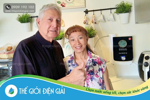Gia đình cô Hồng ở Quận 2 sử dụng máy điện giải Fuji Smart K8