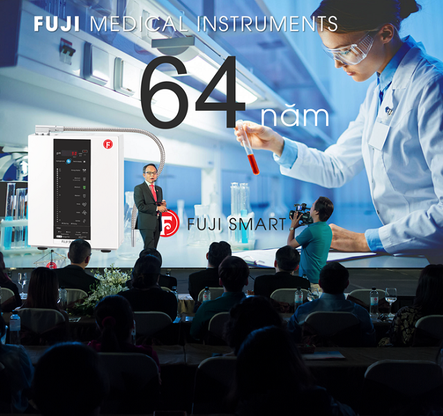 Đại diện Tập đoàn Fuji Việt giới thiệu Fuji Smart I8 trong lễ ra mắt máy nước kiềm thông minh