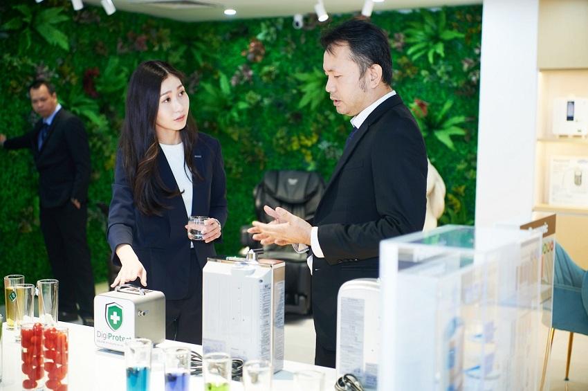 Đại diện Panasonic tại showroom thế hệ 4.0 mới khai trương tại Hà Nội của Thế Giới Điện Giải