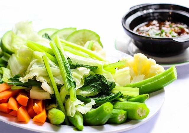 Ăn chay không đúng cách có thể gây tăng cân, tăng mỡ máu, tăng đường huyết