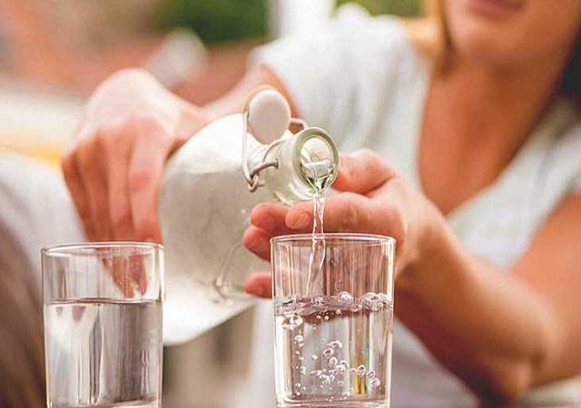 Điều chỉnh lượng nước uống mỗi ngày ở mức vừa đủ