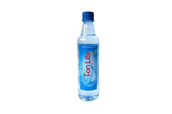 hình ảnh chai nước ion life