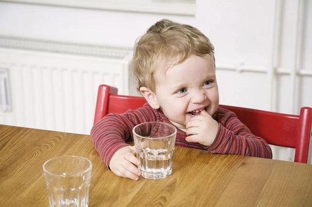 Vì sao trẻ em nên uống nước ion kiềm?