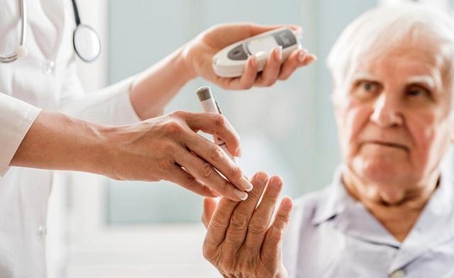 Bệnh tiểu đườngg hay còn gọi là đái tháo đường, thường gặp ở những người lớn tuổi nhưng ngày nay đang dần trẻ hóa