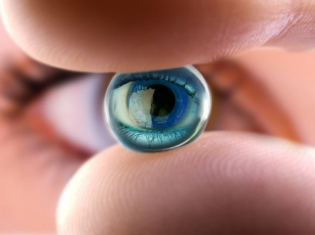 Cận thị nặng có thể gây ra những biến chứng nguy hiểm, mù lòa do những tổn thương ở võng mạc và thủy tinh thể mà người bệnh thường bỏ qua