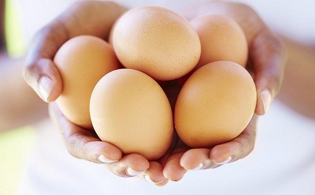 Trong trứng chứa nhiều chất chống oxy hóa tốt cho mắt như Zeaxanthin và Lutein