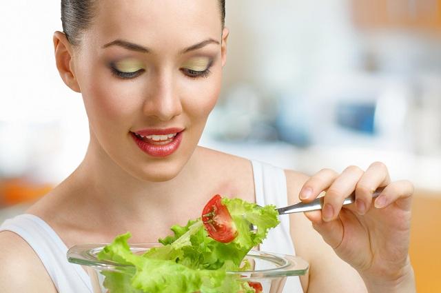 Thường xuyên ăn rau xanh tốt cho bệnh trĩ