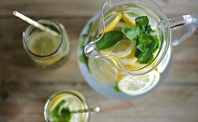 Uống quá nhiều thức uống có vị chua dễ dẫn đến các bệnh dạ dày và đường ruột