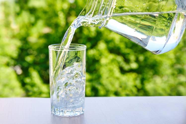 nhiệt miệng nên uống nước ion kiềm