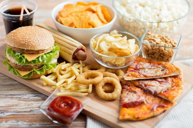 Thức ăn nhanh thức ăn nhiều dầu mỡ làm cơ thể bị dư thừa axit