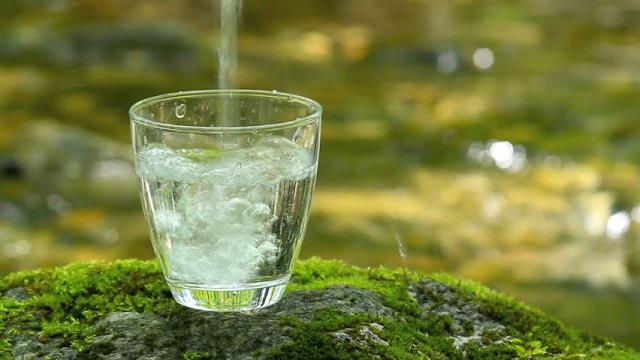 Nước lọc sẽ là thức uống thiết yếu giúp bạn duy trì trạng thái thoải mái cả ngày