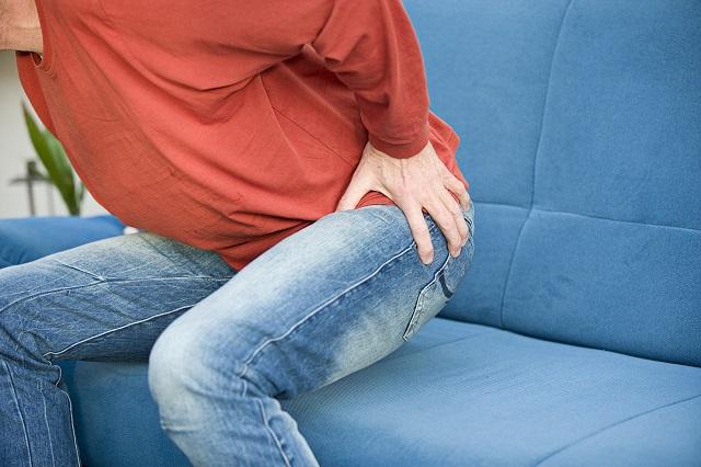 Viêm khớp là một trong những nguyên nhân gây nhức lưng