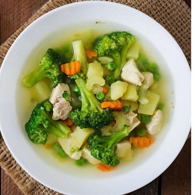 Súp rau củ không chỉ chứa nhiều vitamin mà còn cung cấp nhiều chất xơ có lợi cho cơ thể