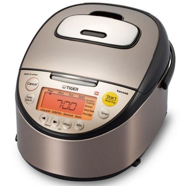 Cơm nấu trong nồi cơm điện cao tần có thể giữ ấm đến 24 giờ và khi hâm nóng không cần thêm nước mà hạt cơm vẫn không bị khô