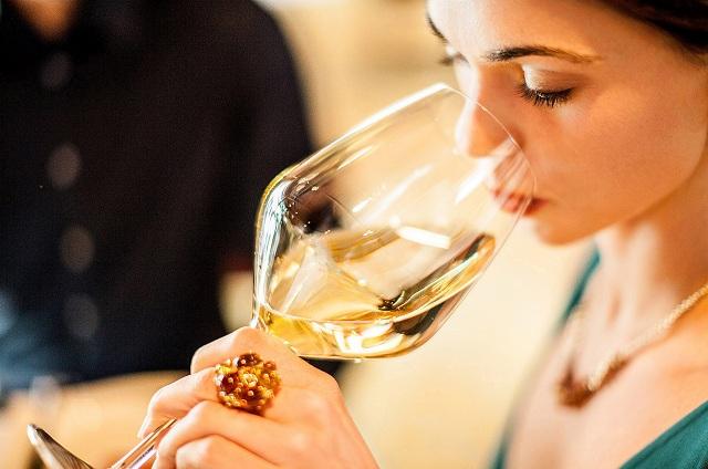 Thức uống có chất kích thích ngăn cản việc giấc ngủ đủ và sâu