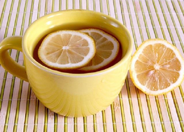 Nước chanh ấm giúp điều trị đau ruột thừa tại nhà
