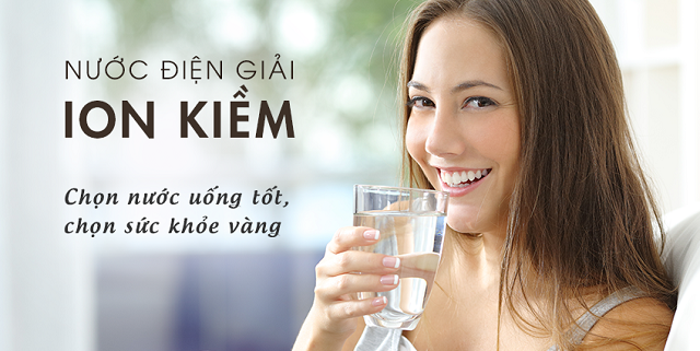 Uống nước kiềm tự nhiên (nước điện giải ion kiềm) thường được coi là an toàn