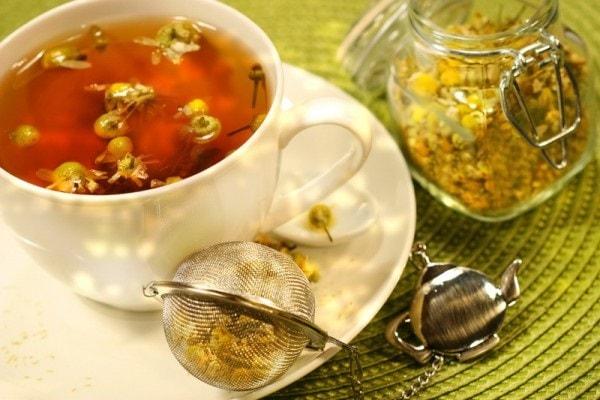 Mặc dù có nhiều lợi ích sức khỏe nhưng nếu sử dụng không đúng cách, trà hoa cúc có nhiều tác dụng phụ nguy hiểm