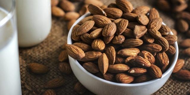 """Ăn hạnh nhân giúp giảm LDL cholesterol """"xấu"""" trong cơ thể"""