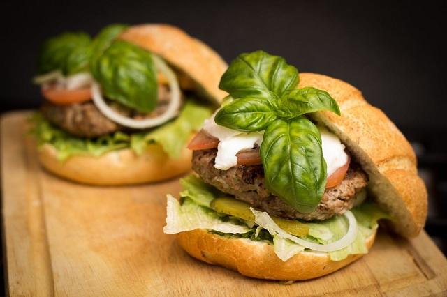 Thức ăn nhanh thường hấp dẫn và không tốt cho sức khỏe